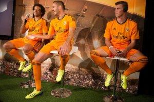 Bale, Benzema dan Marcelo berkaraoke