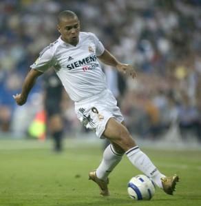 Ronaldo Gemuk (Brazil) lebih laju dan lebih berskil berbanding Cristiano Ronaldo dan Gareth Bale