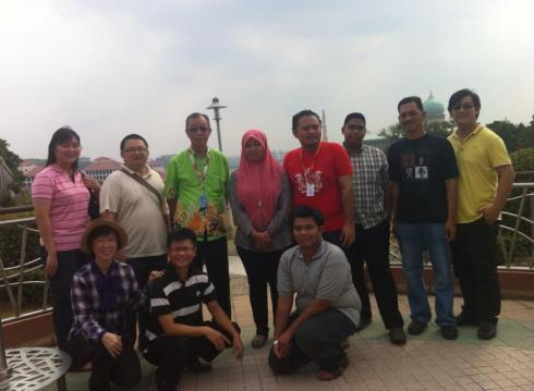 Pelajar Kursus Pemandu Pelancong sewaktu praktikal di Perak