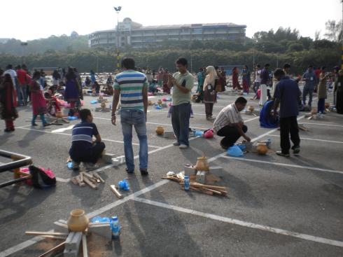 Pelajar Kursus Pemandu Pelancong sewaktu Pesta Pongal anjuran Tourism Malaysia