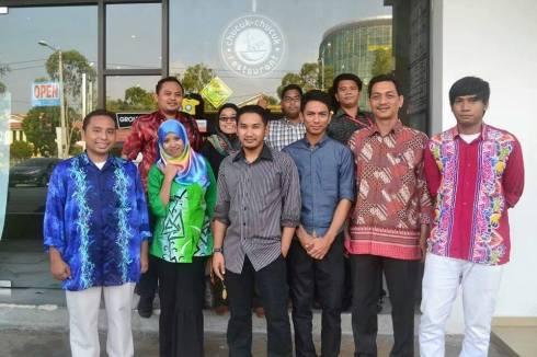 Pelajar Kursus Pemandu Pelancong sewaktu praktikal di Melaka